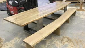 Holzbau-ott-guendlingen-tisch mit bank1